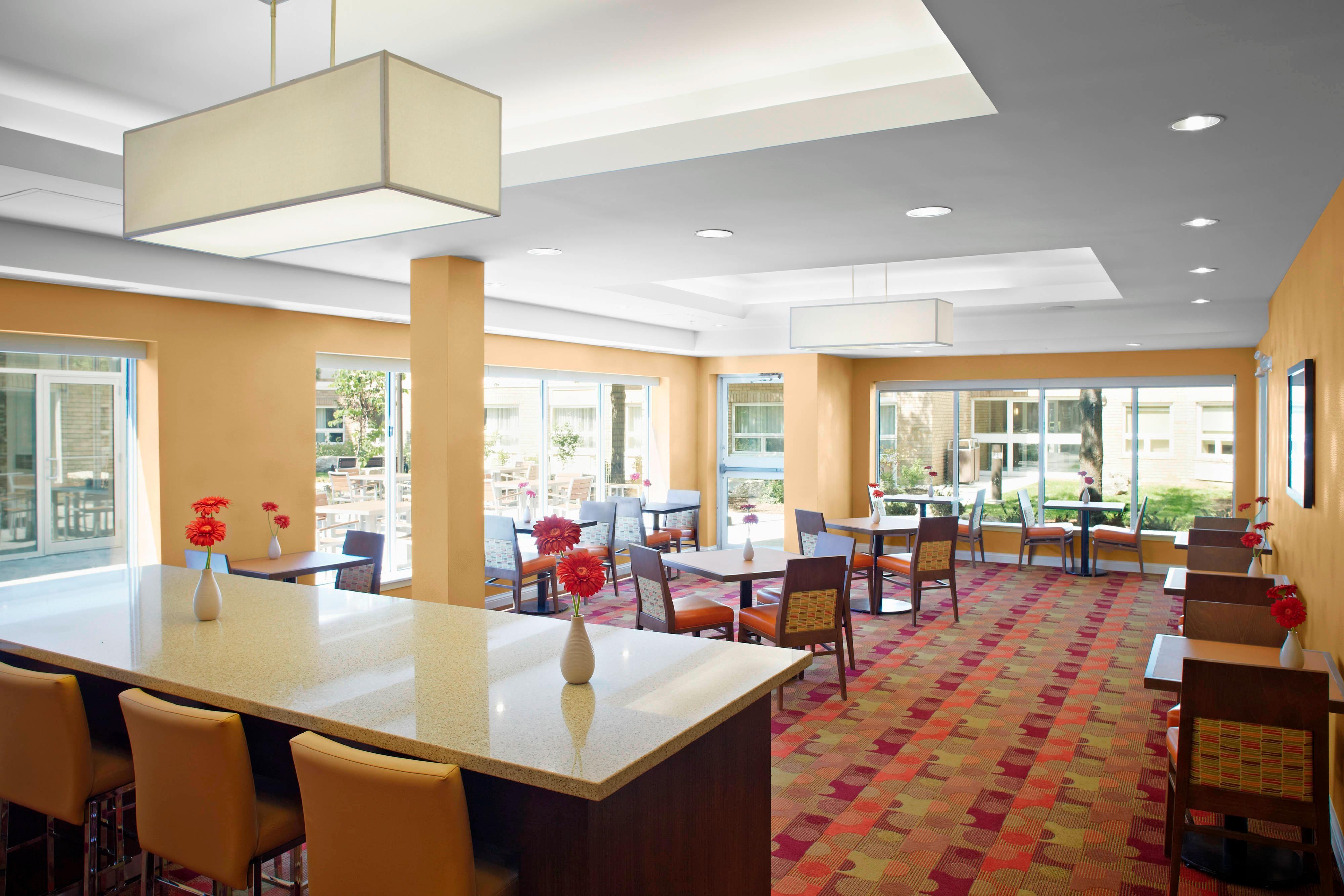 Hôtel servant le petit déjeuner chaud à Mississauga