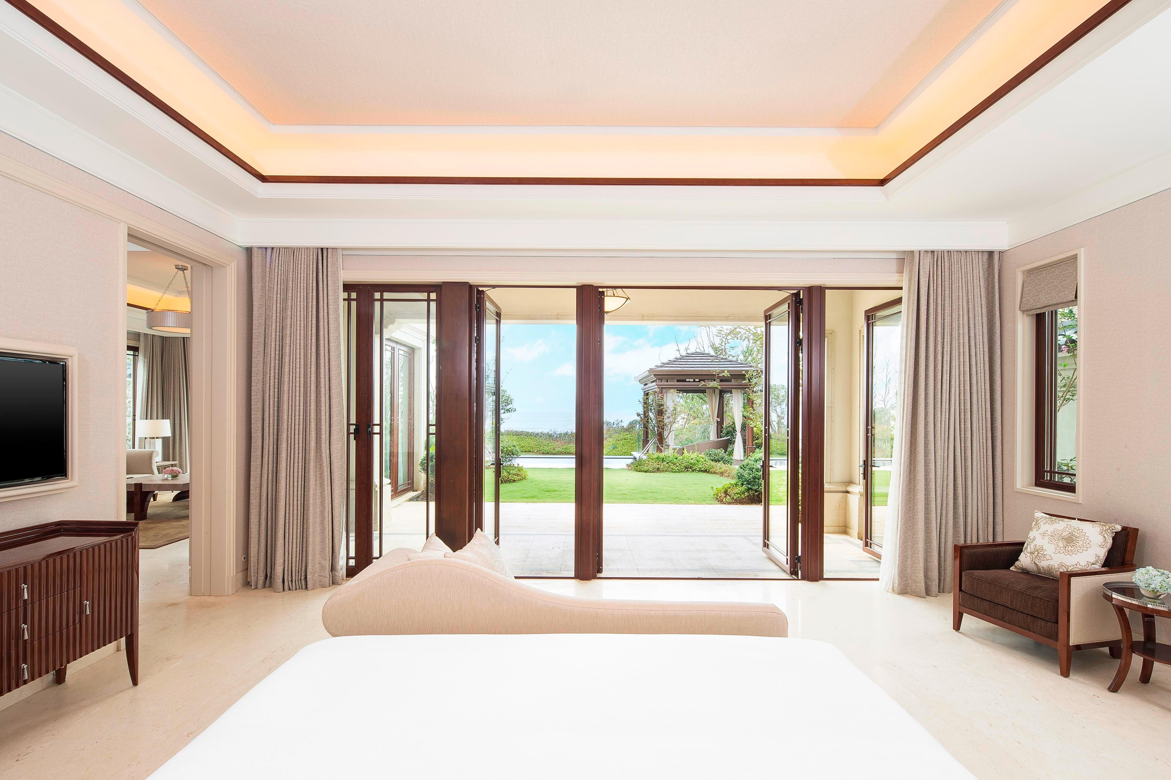 Beachfront Pool Villa - Bedroom