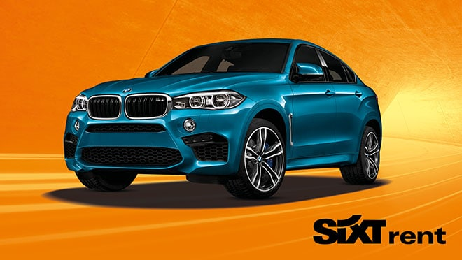 BMW bleue sur fond orange